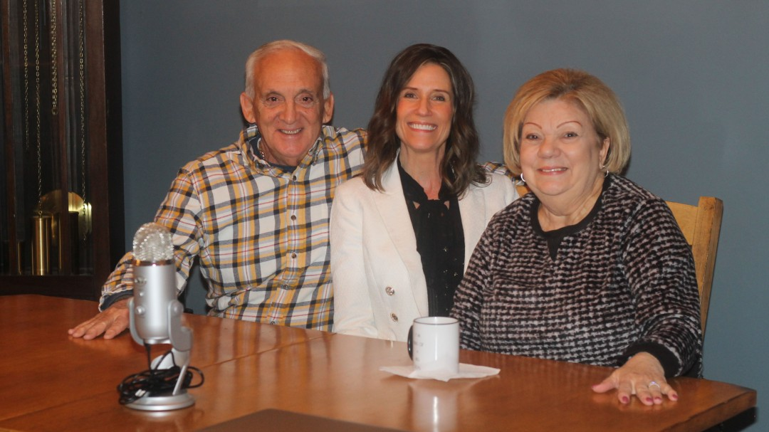 Tricia Nissen with customers